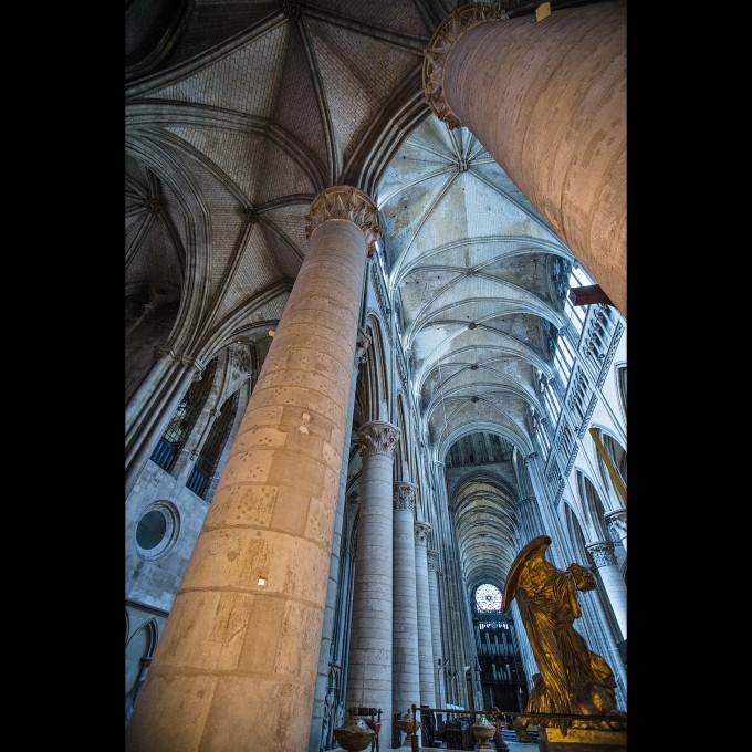 Rouen - Kathedrale Notre-Dame Langhaus mit Skulptur