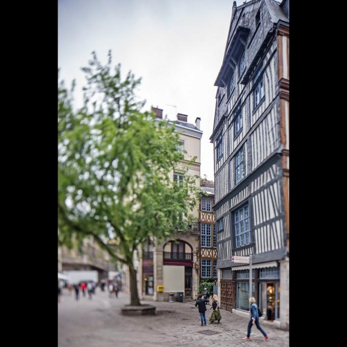 Rouen - Fachwerk Strassenszene
